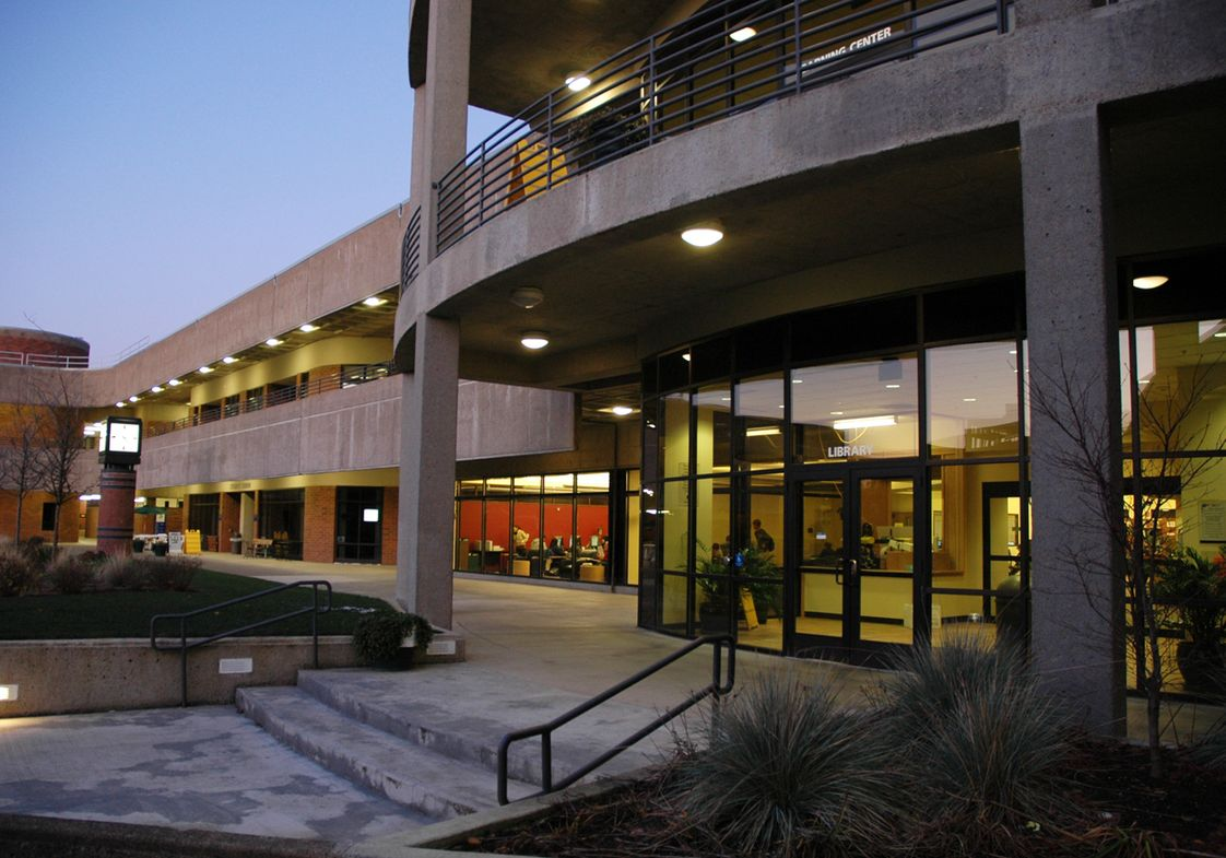 Linn-Benton Community College Photo - LBCC Courtyard/Library